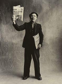 Irving Penn. Les petits métiers de Paris. Vendeur de journaux, ca 1957.