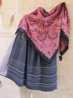 Traje de #Alcañiz , falda plisada de acordeón con lorzas, #delantal de topos pespunteado y pañuelo estampado de lana merino  ¡¡¡ UNA JOYA !!!