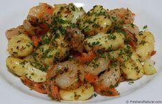 Garlic Shrimp and Potato Gnocchi - Ayurveda Rezepte Ayurveda, Garlic Shrimp, Cook At Home, Easy Food To Make, Gnocchi, Potatoes, Healthy Recipes, Meat, Chicken