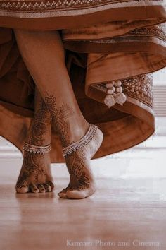 Indian Aesthetic, Brown Aesthetic, Aesthetic Vintage, Indian Photoshoot, Bridal Photoshoot, Indian Dresses, Indian Outfits, Mehndi, Bridal Jewelry Vintage