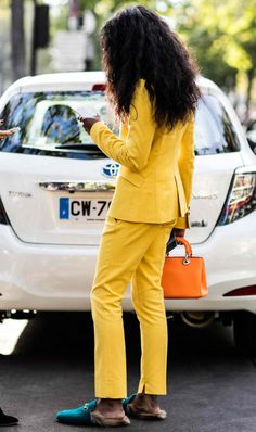 The street style that's inspiring us from Paris Fashion Week Spring/Summer Pictures by Sandra Semburg. Street Style 2018, Street Look, Street Style Looks, Street Chic, Street Wear, Yellow Fashion, Big Fashion, Fashion Week, Fashion Outfits