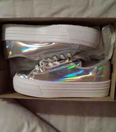 agwlj7-l-610x610-shoes-sneakers-plateau-holographic-holographic+shoes-rainbow-metallic-cute-alien-white-silver-metallic+shoes-rainbow+metallic+shoes-rainbow+metallic-coat-converse-platform+shoes.jpg (537×610)