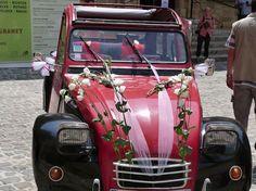 La Citroën 2CV d'Anthony sera votre alliée parfaite pour un mariage original à une dizaine de kilomètres seulement d'Avignon.