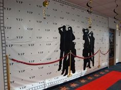Love the VIP backdrop for down the red carpet :)