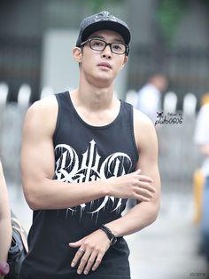 Kim Hyun Joong 김현중 on Kim Bum Soo's Gayo Plaza by PLUTO0606 [JULY 30,2013] - omo, look at those muscles!