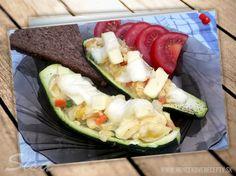 Pečená cuketa plnená praženicou. #recepty # plnenacuketa #syr Syr, Zucchini, Vegetables, Food, Meal, Essen, Vegetable Recipes, Hoods, Meals