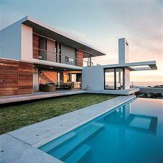 """Muita gente associa a palavra moderno como algo atual e contemporâneo, no entanto """"moderno"""" é uma palavra que na arquitetura está assoc..."""