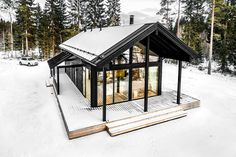 Completed in 2015 in Finland. Images by Samuli Miettinen . Modern log villa in the beautiful lake landscape of Central Finland The villa is constructed of 202 mm thick laminated timber logs with modern. Prefab Log Cabins, Modern Log Cabins, Sauna Design, Cabin Design, House Design, Sauna Kits, Timber Logs, Outdoor Walkway, Scandinavia Design
