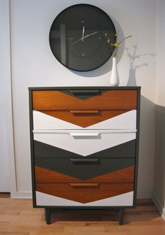 Commode à motif chevron - Chevron Refurbished Dresser