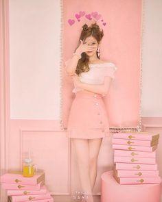 いよいよ明日カムバだ たのしみ . . . #0515 #twice #signal #sana #love #comeback #kawaii #cute #once #l4l #f4f #pink #style #instagood #pic #트와이스 #사나 #사랑해 #하트 #귀여워 #사진 #핑크 #サナ #かわいい #ラブ #韓国好きな人と繋がりたい # # #