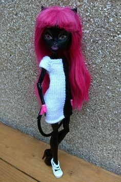 Monster High doll clothes. Hand-knitted black&white coctail