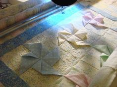 A very pretty 3D pinwheel quilt tutorial.