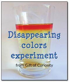 Disappearing colors experiment - kids will think it's magic, but grown ups know it's really just science! A great way to understand why bleach turns your clothes white. #handsonlearning #magicalscience || Gift of Curiosity Regalar Experiencias!