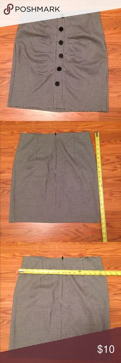 Hounds tooth skirt black and white checked Houndstooth skirt, excellent condition please see picture for details Skirts Pencil
