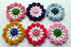 Flowers, free crochet tutorial.  Garlands, decoration for bags, shawls, blankets , hats ...