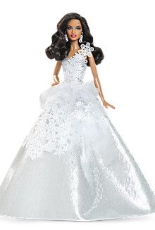 In Barbie Collector is making this the holiday you will never forget. Barbie has been commemorating the holidays with a unique look for 25 years. To celebrate the silver anniversary, Holiday Barbie shines in a silver-themed look with wintry accents. Barbie 2013, Barbie E Ken, Girl Barbie, Mattel Barbie, Barbie Style, Poupées Barbie Collector, Barbie Wedding, African American Dolls, Bride Dolls