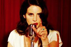 """Sonzinho novo de Lana Del Rey! """"Burning Desire"""" é o novo clipe da cantora, e foi lançado ontem!"""