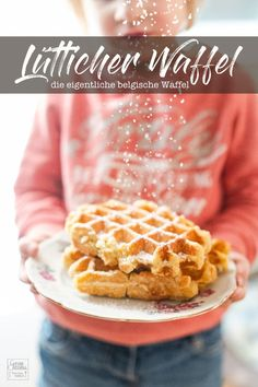 Recipe: Liège waffles with hail sugar - Gernekochen.de- I always thought there was only one Belgian waffle. I was wrong. The Liège waffle is actually the one with yeast dough. It is then baked in Belgian waffle iron and can be supplemented as desired. Belgian Waffle Iron, Belgian Waffles, Easy Cake Recipes, Dessert Recipes, Crockpot Recipes, Chicken Recipes, Best Pancake Recipe, Ramadan Recipes, Food Cakes