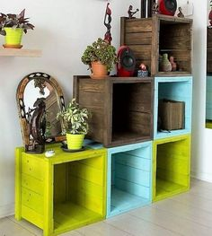 Into this wood pallet creation you will perfectly capture the colorful piling of the wood pallet square shaped boxes into one another. This creation has been adorn with the colorful blending of the color combinations. These boxes can often be named as storage boxes too which can add with majestic attractiveness through the placement of decoration pieces.