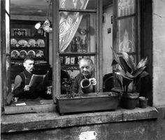Writing Prompt, Photo by Robert Doisneau, Concierges, rue du Dragon, Paris 1945 Robert Doisneau, Old Paris, Vintage Paris, French Photographers, Street Photographers, Old Pictures, Old Photos, Vintage Photographs, Vintage Photos