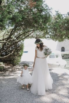 cute flowergirl and bride pic - wedding at Garda Island - Lake Garda - planning by StyleAWedding - pic by @gianlucaadovasio - #bride #gardalakewedding #weddingday #weddinginitaly #weddingphotography