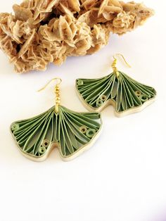 orecchini in carta quilling verde salvia; quilled paper earrings by QuillyPaperDesign