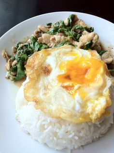 Classic dish, Fried basil chicken topped with fried egg #Thaifood ข้าวกระเพราไก่ไข่ดาว