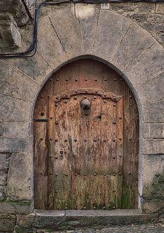Puerta antigua de madera                                                                                                                                                                                 Más