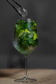 White Wine, Alcoholic Drinks, Glass, Instagram, Food, Fotografia, Drinkware, Corning Glass, Essen