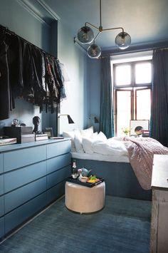 5 practical ideas for small bedrooms - Daily Dream Decor Serene Bedroom, Blue Bedroom, Bedroom Decor, Casual Bedroom, Bedroom Bed, Bedroom Lighting, Master Bedroom, Bedroom Layouts, Bedroom Styles