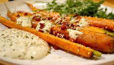 J'ai toujours aimé le jaune moutarde: Carottes rôties avec des graines de grenade et sau... Hot Dog Buns, Hot Dogs, Sauce, Bread, Orange, Ethnic Recipes, Food, Vegetable Dips, Mustard