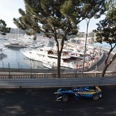 "FORMULA E (@fiaformulae) en Instagram: ""It's time to turn the atmosphere in #Monaco electric! ⚡️🛥🏎🇮🇩 Don't miss out on the…"" Formula E, Monaco, Electric, Instagram Posts"