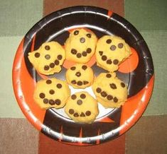 Halloween - Foods: Shortbread Jack-o-lantern Cookies Halloween Activities For Kids, Halloween Themes, Halloween Foods, Theme Days, Lantern, Snacks, Cookies, Shortbread, Breakfast