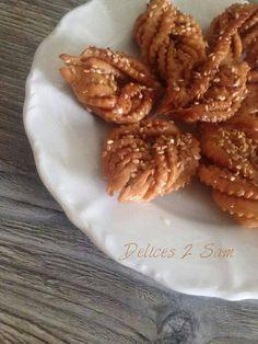 Je ne suis pas très fan des pâtisseries orientales mais s'il y a une sorte dont je raffole c'est bien les grewech. Ce sont de délicieux biscuits frits et trempés dans le miel. Il y a plusieurs façons de les faire, il s'agit de la version algérienne que...