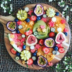 L'instagram de la semaine : Ducklings & Deadlifts pour des plats aussi bons… ~ETS #fruitplate