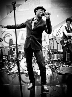 Great pose by Aloe Blacc