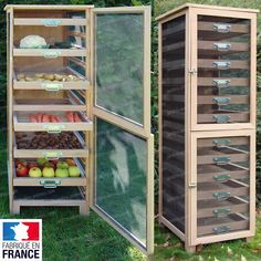 Fruit Vegetable Cabinet with 6 drawers - sophie grémillet - - Meuble Légumier Fruitier 6 tiroirs A large French style fruit vegetable. Because it is essential to keep your fruits and vegetables in good . Kitchen Furniture, Diy Furniture, Kitchen Decor, Diy Kitchen Storage, Food Storage, Kosmetik Shop, Herb Drying Racks, Vegetable Storage, Wood And Metal