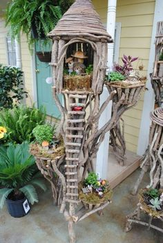 I have so much driftwood I should assemble a fairy tree house like this. Fairy tree hou I have so much driftwood I should assemble a fairy tree house like this. Fairy tree house with ladder Fairy Tree Houses, Fairy Garden Houses, Gnome Garden, Fairy Village, Mini Fairy Garden, Fairy Gardening, Urban Gardening, Gardening Tips, Fairy Crafts