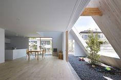 Le studio d'architecture Suppose Design Office est à l'origine de cette étrange habitation dans un quartier résidentiel d'Utsunomiya au Japon. Inspirés par