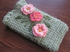 Green phone case with flowers, iphone case, crochet phone case, crochet mobile phone cover, cell phone sleeve