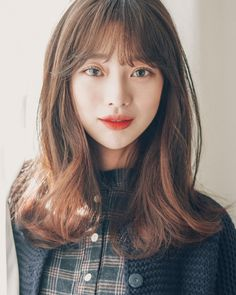 Straight Full Head Clip in Synthetic Hair Extensions Asian Hair Bangs, Korean Bangs Hairstyle, Korean Hairstyles Women, Korean Haircut, Korean Short Hair, Asian Hairstyles, Bangs With Medium Hair, Medium Hair Cuts, Medium Hair Styles