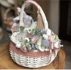 Wedding Gift Baskets, Diy Gift Baskets, Edible Bouquets, Flower Girl Basket, Basket Decoration, Easter Wreaths, Easter Baskets, Easter Crafts, Diy And Crafts