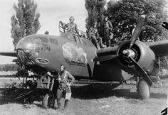 Бомбардировщик американского производства А-20В «Бостон» 3-й эскадрильи 8-го гвардейского бомбардировочного авиационного полка 221-й бомбардировочной авиационной дивизии 16-й воздушной армии 1-го Белорусского фронта и его экипаж. Задонск, Липецкая область