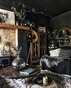 Dark and Moody Living room You are in the right place about home design art Here we offer you the mo Deco Boheme Chic, Dark Living Rooms, Dark Bedrooms, Gothic Living Rooms, Masculine Living Rooms, Eclectic Bedrooms, Black Rooms, Black And Gold Living Room, Dark Interiors