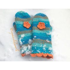 #mulpix Mittens in the snow #tunisiancrochet #mittens #crochetflower #shellstitch #crochet #crochetersofinstagram #krokning #krokadevantar #virkat #koukkuaminen #koukututlapaset #virkkaus #novitaknits #novita7veljestä #novita7veljestäraita