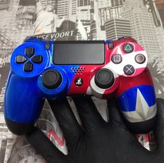 Cool Ps4 Controllers, Xbox Controller, Control Ps4, The Cw, Armadura Cosplay, Mundo Dos Games, Video Game Rooms, Gamer Room, Cute Gif