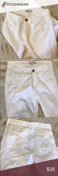 Mason Jeans - White Eyelet Linen Pant White Eyelet Linen Pants — Brands: Mason — Size: 26 — Color: White — Flowery Eyelet Pattern — EUC: Excellent Used Condition  🔅Offer what you find fair! Mason Pants
