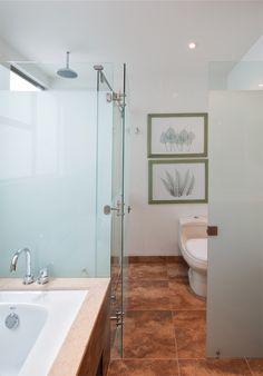 Baño con piso tipo óxido #Corona inspira