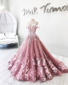 """everybody-loves-nikki: """"Gown for the Pigeon Kingdom - Mak Tumang """""""