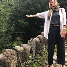 Cosy style for hiking - check out: Esma Islamic Fashion, Muslim Fashion, Modest Fashion, Turban Outfit, Hijab Outfit, Hijab Dress, Everyday Outfits, New Outfits, Chic Outfits